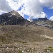 Arrivati al Passo del Gries deviamo verso la Val Corno