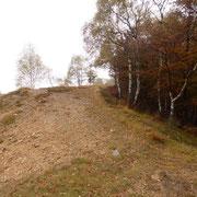Arrivati a Nove Fontane 1394 m proseguiamo sulla crestina ...