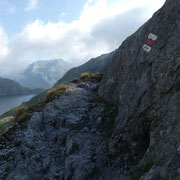 Il sentiero prosegue per il Passo di Lucendro