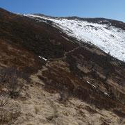 Troviamo ancora un pò di neve sul sentiero
