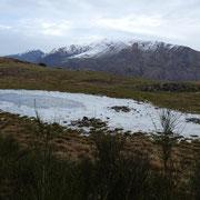 Laghetto gelato sotto il Monte Bigorio