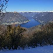 Lago di Como e a sinistra il Colmegnone