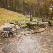 Fontana all'entrada del Rifugio Sant'Anna 1342 m