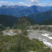 Arrivati alla bocchetta a 2294 m deviamo verso l'Alp di Rescignaga