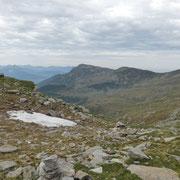 Dalla sella 2270 m verso il Piz de Molinera e Martum