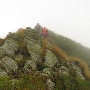 Affrontiamo la cresta che dalla Bocchetta di Revolte conduce al Monte Segor