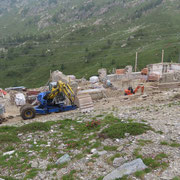 Biscia 2002 m, si sta costruendo la nuova Capanna Gesero