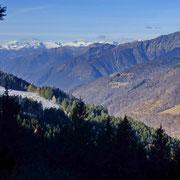.... a sinistra l'Alpe di Giumello