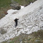 Ancora un nevaio prima di arrivare all'Alpe di Giumello