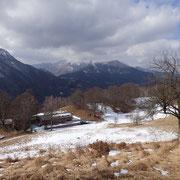Alpe Comana e sullo sfondo il Sasso Gordona, Monte Generoso e Pizzo della Croce