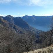 Dalla cresta del Monte Saletta verso il Sasso di Mont