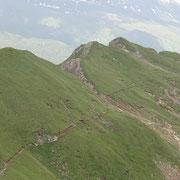 La terza cima da sinistra è la Punta di Stou