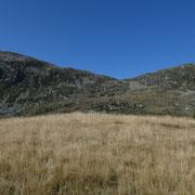 Motta de Carnac 2024 m, vista verso il Piz de Molinera e Pizzo di Morinere