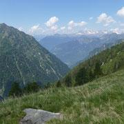 A sinistra il Pizzet e la Val Cama