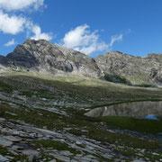 Uno dei tanti laghetti dell'Alp de Confin