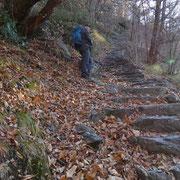 Tanti scalini di sasso su tutto il tragitto
