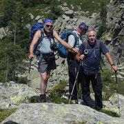 Dal Passo dei Laghetti saliamo sulla costa verso la cima quotata 2225 m