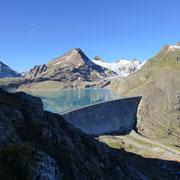 La diga del Griessee 2387 m e al centro la Punta dei Camosci