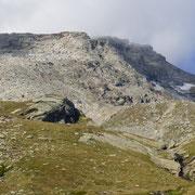 In fondo a destra sulla cresta, il Piz Moesola cima 2904 m