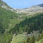 Si vedeno già l'Alpe di Cassengo e la Capanna Albagno