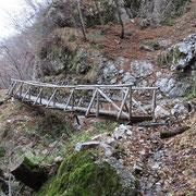 Sul sentiero per l'Alpe di Pugerna