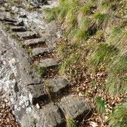 Scala incisa nella roccia vicino a Cùrsolo