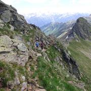 Sentiero esposto sotto la cresta