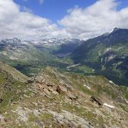 Dalla cima 2625 m verso il Passo del Lucomagno