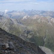 Verso la Val Vignun con il Piz de la Lumbreida ed il Pizzo Uccello