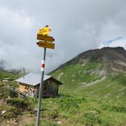 A 2442 m la deviazione Beverin Pintg o Piz Beverin ....