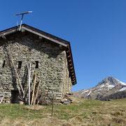 Rifugio Alpe di Motto 1864 m e Pizzo di Claro