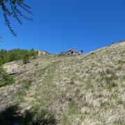 Da Pino seguiamo il sentiero che scende a Cortasiell