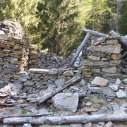 Rudere poco prima dell'Alpe di Compiett