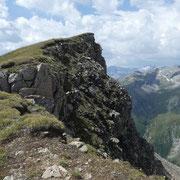 Aggiriamo la cima quotata 2765 m