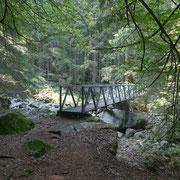 Prima dell'Alp di Besarden attraversiamo un ponte