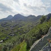 Dalla Bocchetta  a 2045 m verso la Cima di Cugn e Marmontana