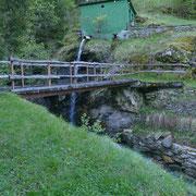 Attraversiamo il fiume Val Madra