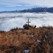 .......... fino alla croce 1060 m, dove deviamo per Cassina