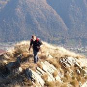 Il nostro sentiero segue sempre la cresta ......