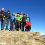 Foto ricordo sul Monte Gradiccioli con gli amici di Verbania