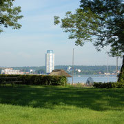 Der Wikingturm im Blick von Haddeby aus.