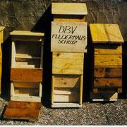 Einige der massiven Fledermauskästen im Selbstbau (1982)