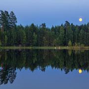 Mond über Övre Gla im Glaskogen Naturreservat