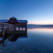 Winterstimmung mit Bootshaus am Ammersee