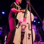 Bassist von Chris Aron & The Croakers