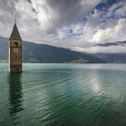 Die versunkene Kirche von Graun im Reschensee, Vinschgau
