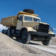 Historischer Truck im Kieswerk