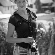 Frauenporträt mit Kamera