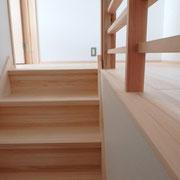 階段と2階廊下