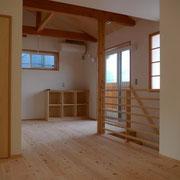 勾配天井を室内物干しになる2階ホール